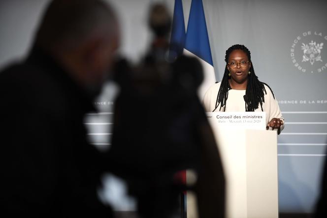 Le gouvernement a demandé au conseil scientifique un avis sur la question de la date du second tour des élections municipales afin de présenter un rapport devant le Parlement, a expliqué, mercredi, la porte-parole du gouvernement, Sibeth Ndiaye, à l'issue du conseil des ministres.
