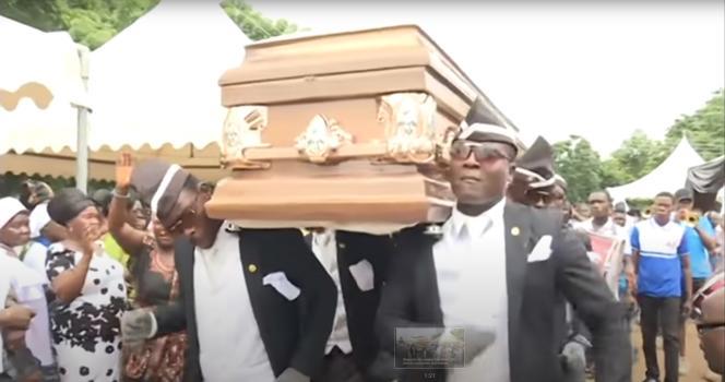 Au Ghana, il est possible de louer les services de danseurs professionnels à l'occasion d'un enterrement.