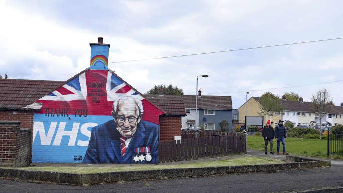 Un mur de soutien à la NHS à Belfast, le 30 avril.