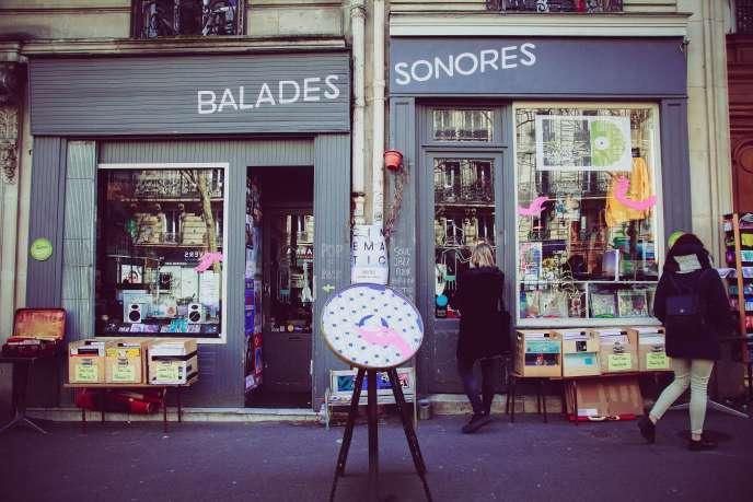 La devanture des deux boutiques côte à côte de Balades sonores, avenue Trudaine (Paris 9e).