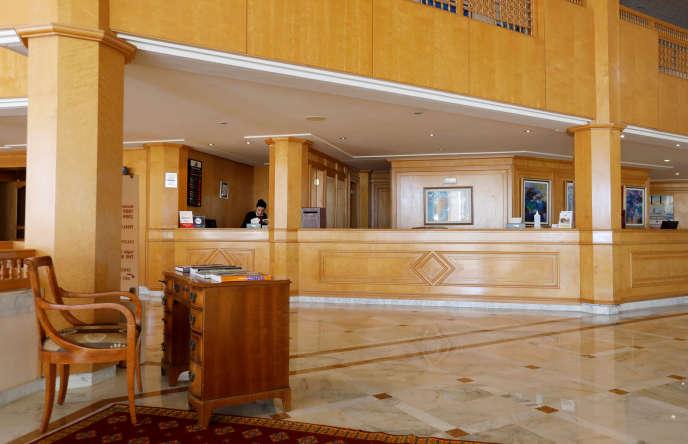 Le hall désert d'un hôtel à Hammamet, en Tunisie, le 12mars 2020.