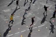 Des élèves jouent dans la cour de l'école Saint-Germain de Charonne, à Paris, le 14 mai.