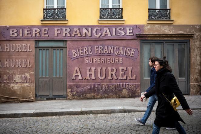 Lieu de tournage dans le quartier de Montmartre, à Paris, le 21 mars.