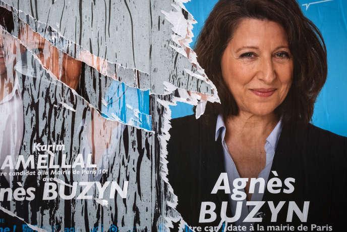 Une affiche électorale de la candidate à la mairie de Paris, Agnès Buzyn, la veille du premier tour des élections municipales, le 14 mars.