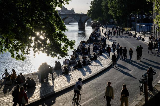 Sur les rives de la Seine à Paris, vendredi 15 mai 2020.