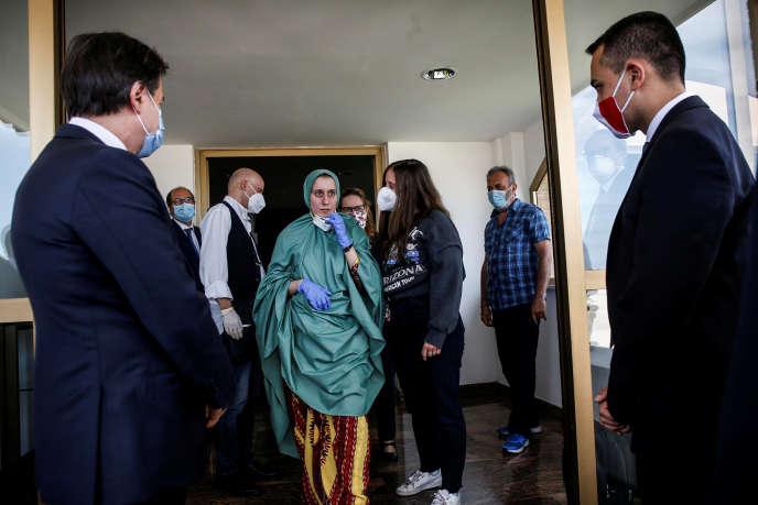 L'humanitaire Silvia Romano à son retour à l'aéroport de Rome Ciampino, le 10 mai à Rome.