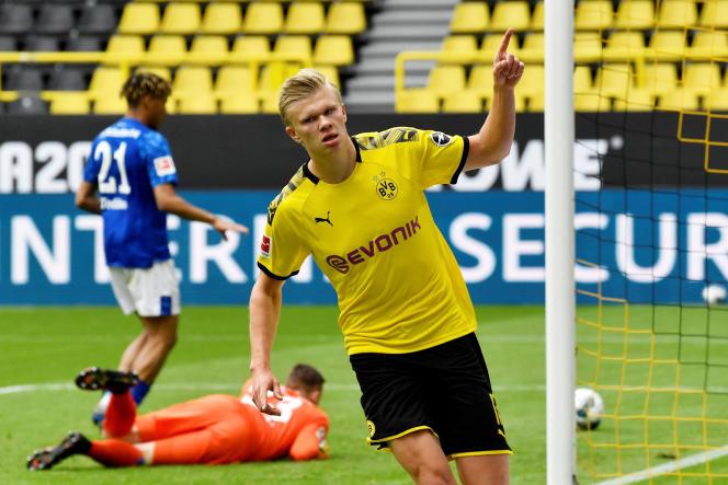Pour cette reprise du championnat allemand de fotoball, Borussia Dortmund a battu Schalke 04 par 4 buts à 0, samedi 16 mai.