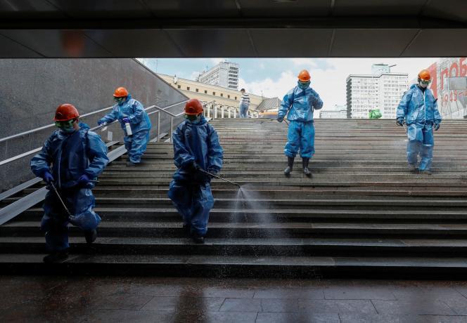 Désinfection dans les rues de Moscou, le 16 mai.