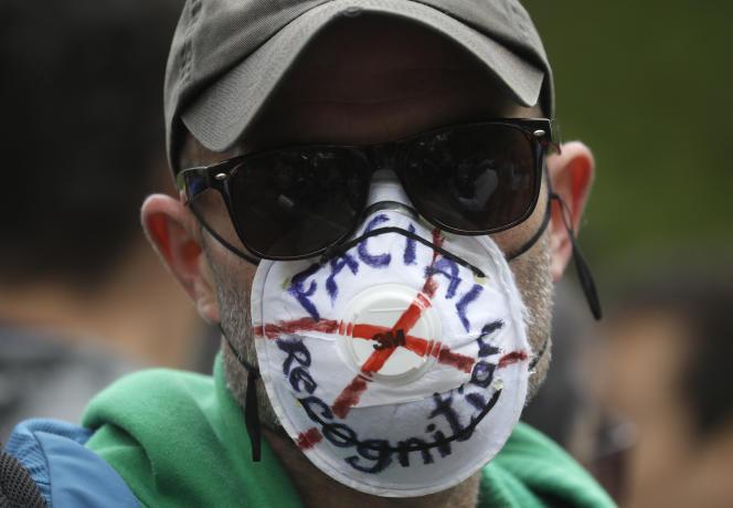 Masque dénonçant la reconnaissance faciale, àLondres, le 16 mai.