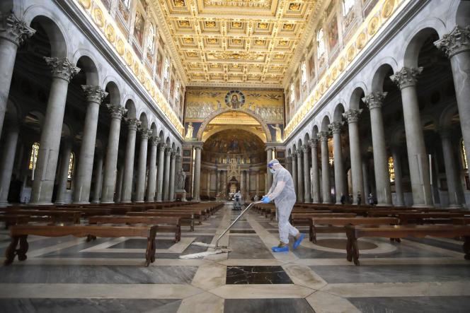 La basilique Saint-Pierre de Rome rouvrira lundi, après complète désinfection et avec application des règles sanitaires.