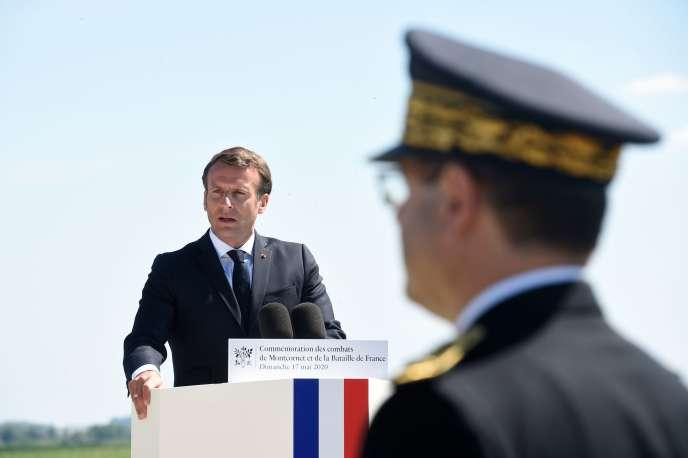 Emmanuel Macron lors de la commémoration de la bataille de Montcornet, à La-Ville-aux-Bois-lès-Dizy (Aisne),le 17 mai.