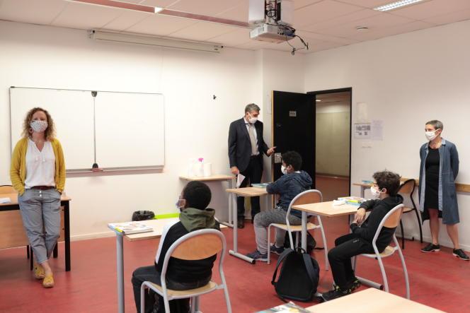Rentrée des élèves au collège Jean-Claude Izzo, à Marseille, le 18 mai.
