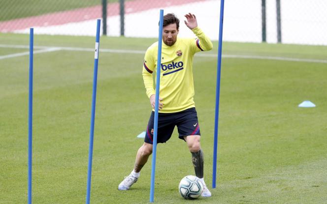La reprise des entraînements collectifs dans les clubs espagnols de football s'inscrit dans la phase 3 du « plan de désescalade » progressif du gouvernement, qui autorise des groupes de 10 joueurs au maximum.