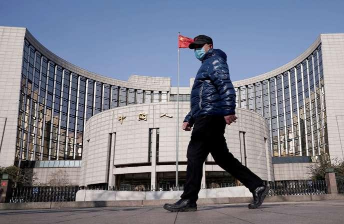 Devant le siège de la Banque centrale chinoise, à Pékin, le 3 février.