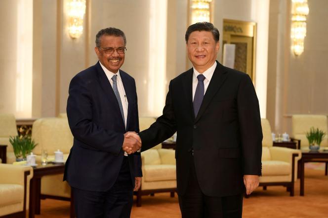 Le directeur général de l'OMS, Tedros Adhanom Ghebreyesus, et le président chinois, Xi jinping, le 28 janvier à Pékin.