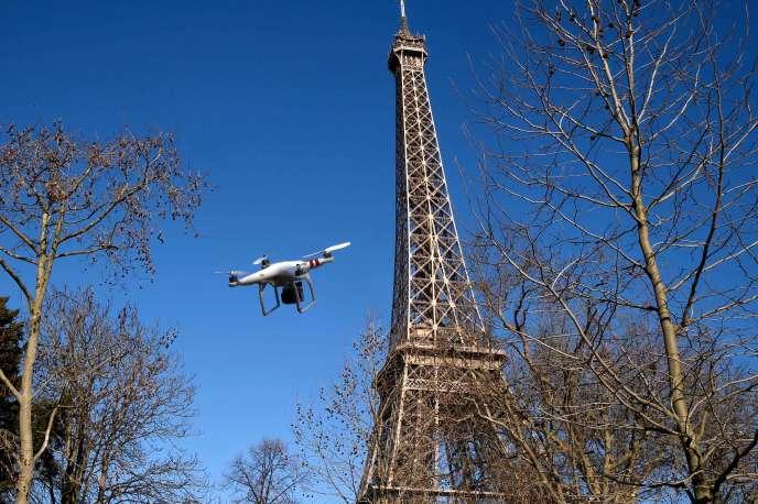 Un drone utilisé à Paris, en 2015.