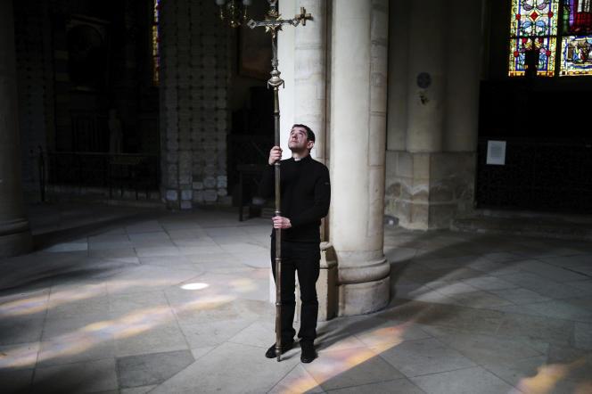 Lors de la cérémonie du chemin de croix, à l'église Saint-Germain-l'Auxerrois, le 10 avril, à Paris.