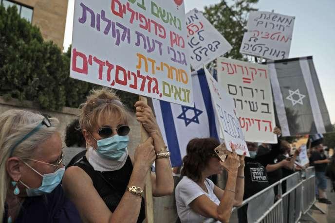 Des manifestants hostiles aupremier ministre Benyamin Nétanyahou, devant sa résidence à Jérusalem, le 17 mai.