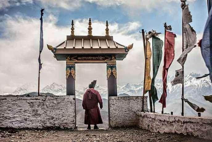 A Muktinath, au pied de la statue de Guru Rinpoché, 4 000 m d'altitude.