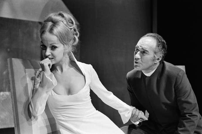 Danièle Lebrun et Michel Piccoli jouent dans «Le Misanthrope», de Molière, en 1969, au Théâtre de la Ville, à Paris.