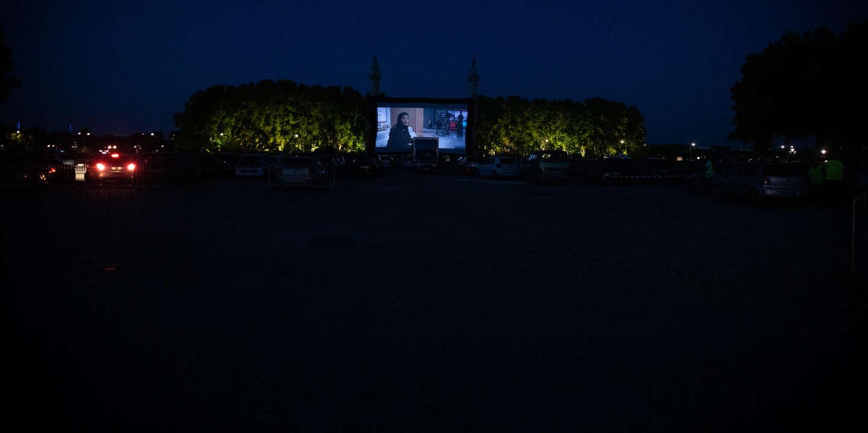 Opening of the Drive-In Festival in Bordeaux. This festival is the first cultural event authorized since the start of the pandemic in France. Ouverture du Drive-In Festival a Bordeaux. Ce festival est le premier evenement culturel autorise depuis le debut de la pandemie en France.