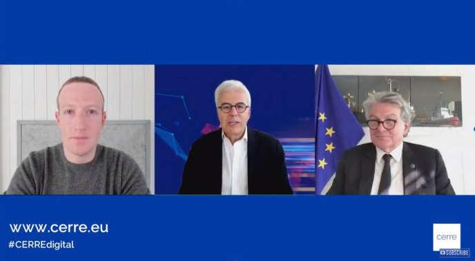 Mark Zuckerberg, le PDG de Facebook (à gauche), dialogue avec Thierry Breton, le commissaire européen au marché intérieur (à droite), dans une vidéoconférence organisée par le think tank bruxellois Cerre, lundi 18 mai.