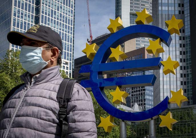 Devant le siège de laBanque centrale européenne, le 5 mai àFrancfort (Allemagne).