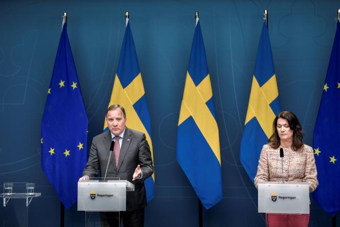 Le premier ministre suédois Stefan Löfven et la ministre des affaires étrangères Ann Linde, en conférence de presse, le 13 mai à Stockholm.