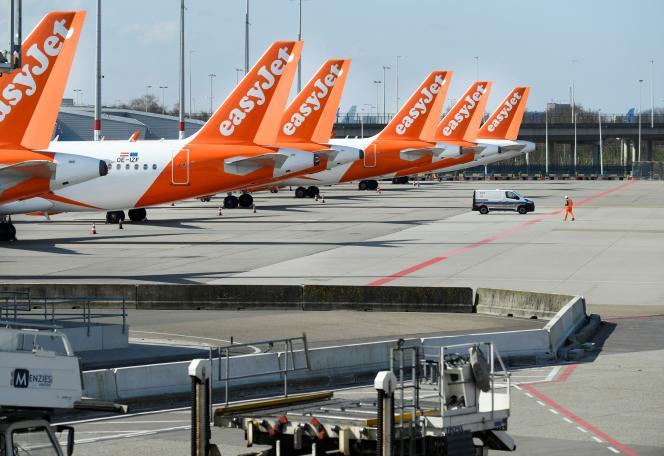 Des avions d'EasyJet au sol à Amsterdam, le 2 avril.