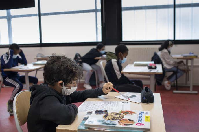 Reprise des cours après le confinementau collège Jean-Claude-Izzo de Marseille , le 18 mai.