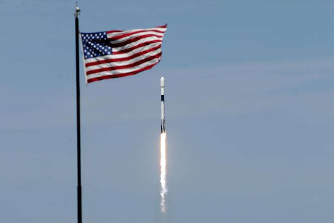Une fusée Falcon 9 de SpaceX lancée depuis leKennedy Space Center, à Cap Canaveral (Floride), le 22 avril.