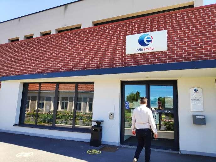 A l'entrée de l'agence Pôle emploi de Laon (Aisne), le 20 mai.