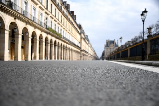 La rue de Rivoli à Paris, le 22 mars, lors du confinement décrété pour lutter contre la propagation coronavirus.