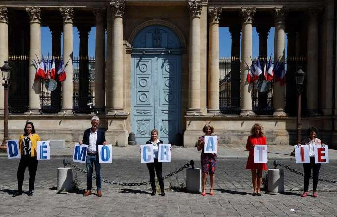 Des députés EDS,Paula Forteza,Hubert Julien-Laferrière, Emilie Cariou,Martine Wonner etDelphine Bagarry, le 19 mai à Paris.