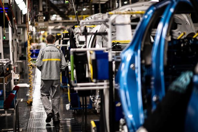 Au sein de l'usine Renault de Flins, dans les Yvelines, le 6 mai.