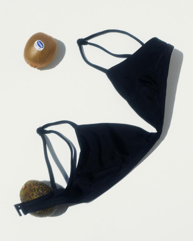 Haut de bikini The Petite Triangle, 115 €, Matteau.