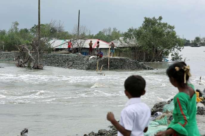 A Satkhira, au Bangladesh, après le passage du cyclone Amphan, le 21 mai 2020.