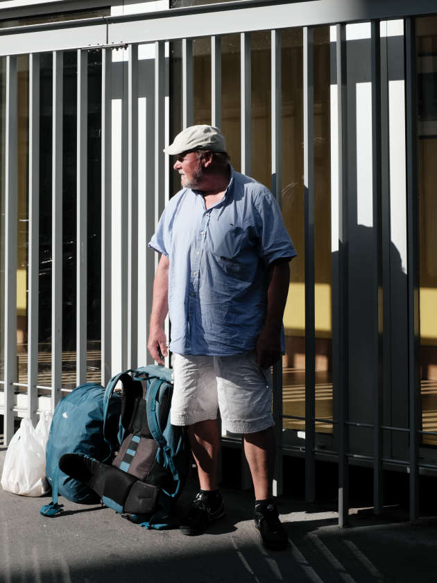 Bernard, 68 ans, vit dans la rue depuis plus de quinze ans. Il n'a pas réussi à avoir de logement pour la durée du confinement.