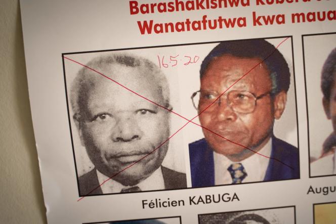 L'avis de recherche de Félicien Kabuga, après son arrestation, au bureau de l'Unité de suivi des fugitifs du génocide à Kigali, le 19 mai.