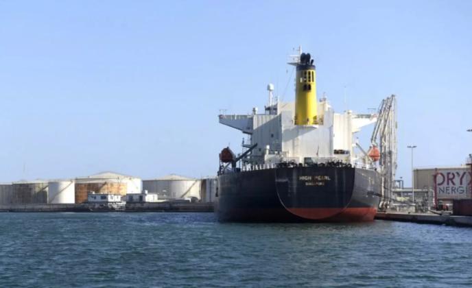 Un navire pétrolier dans le port de Dakar, en mars 2018.