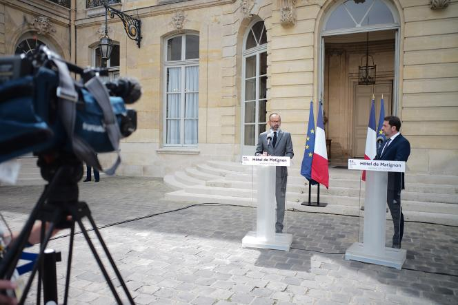 Le premier ministre, Edouard Philippe, prend la parole au côté de son ministre de l'intérieur, Christophe Castaner, le 22 mai.