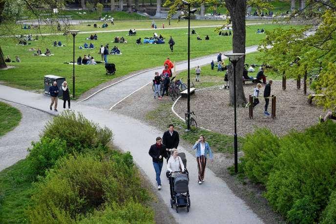 Dans le parc Ralambshov, à Stockholm, le 8 mai.