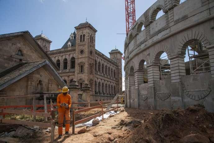 Dans l'enceinte du Rova, non loin du Palais de la reine, le Colisée en construction, le 22mai 2020, à Antananarivo