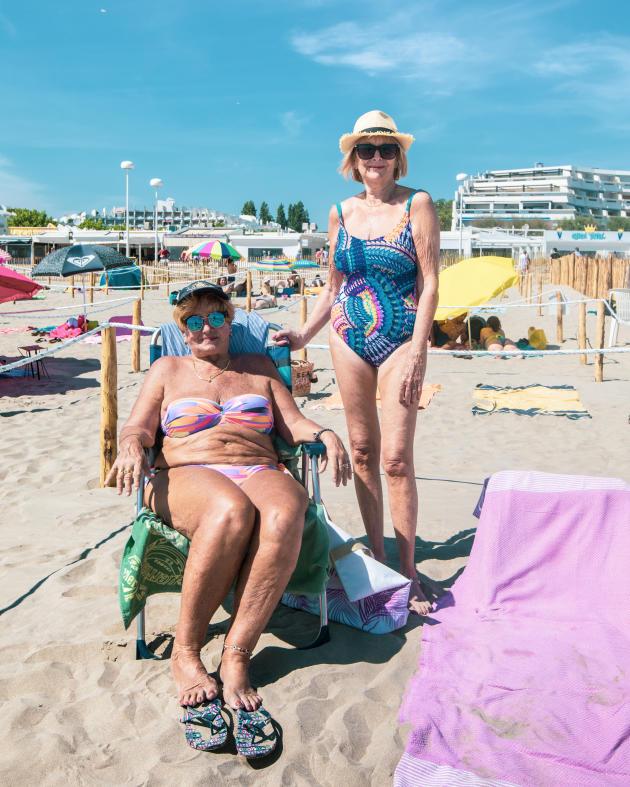 Claudine et son amie Marie-Laurence à la plage du Couchant, à La Grande-Motte, le 21mai.