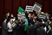Manifestants pro-démocratie, au Parlement hongkongais, le 22 mai.