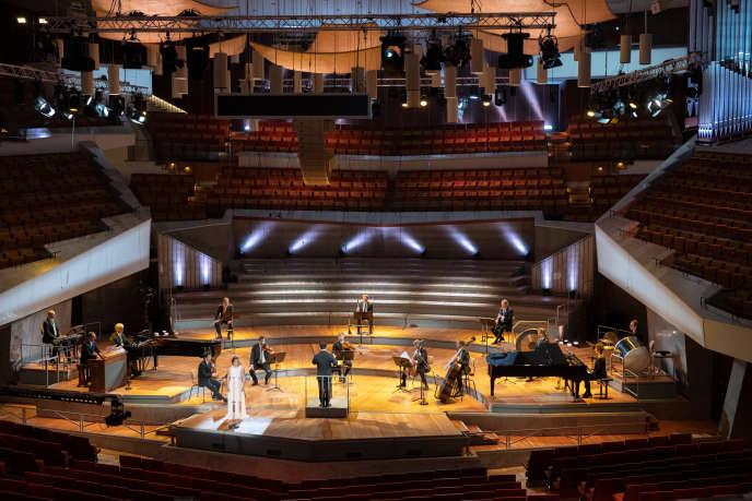 L'Orchestre philharmonique de Berlin en formation réduite lors d'un concert avec la soprano Christiane Karg, dirigés parKirill Petrenko.