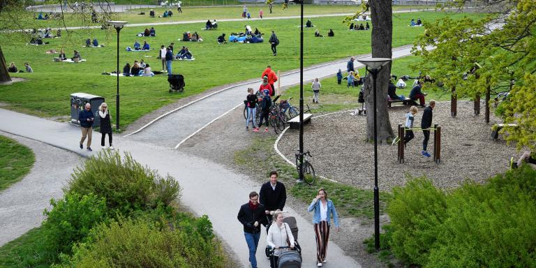 People enjoy a spring day at the Ralambshov park during the coronavirus disease (COVID-19) outbreak in Stockholm, Sweden May 8, 2020. Henrik Montgomery /TT News Agency/via REUTERS ATTENTION EDITORS - THIS IMAGE WAS PROVIDED BY A THIRD PARTY. SWEDEN OUT. NO COMMERCIAL OR EDITORIAL SALES IN SWEDEN.