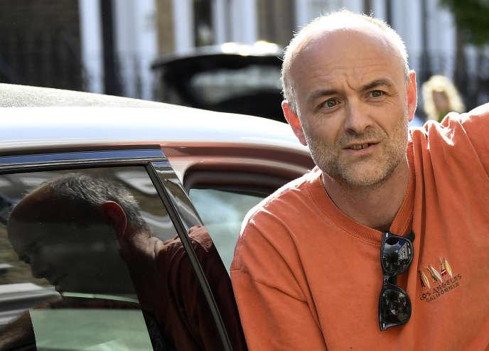 Le conseiller Dominic Cummings de retour à son domicile londonien, le 23mai.