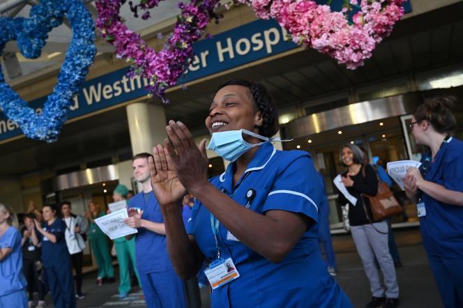 Des salariés du NHS, à Londres, le 14 mai.