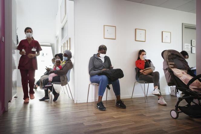 La salle d'attente pour les consultations à la Maison des femmes de Saint-Denis (Seine-Saint-Denis), le 19 mai.